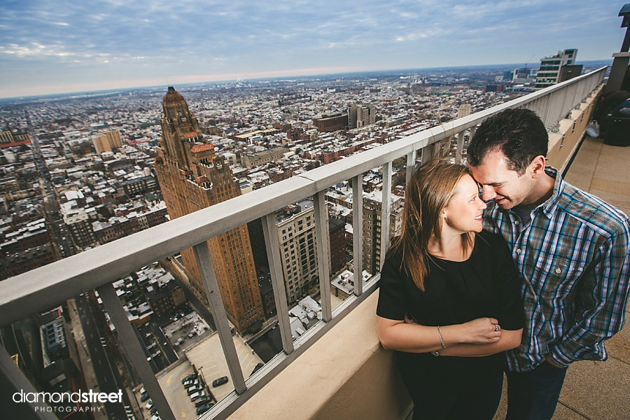 philadelphia city skyline engagement photos